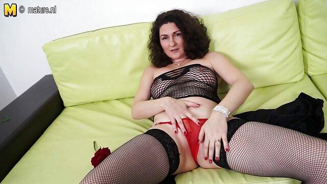 Si pirang seksi mengambil dua penis dalam vagina dan pantatnya porn asian terbaru pada saat yang sama.