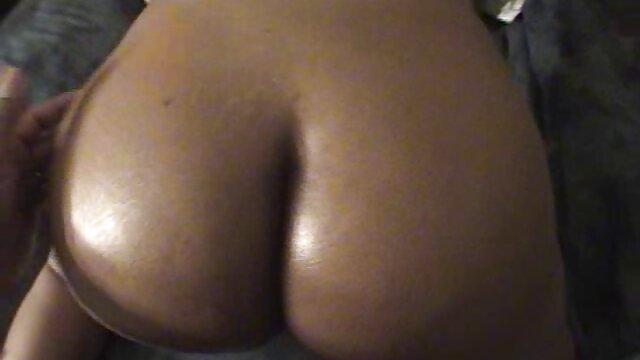 Horny Cougar Karina Mesum menyantap Penis Hitam besar porn baru dengan stoking jala tinggi